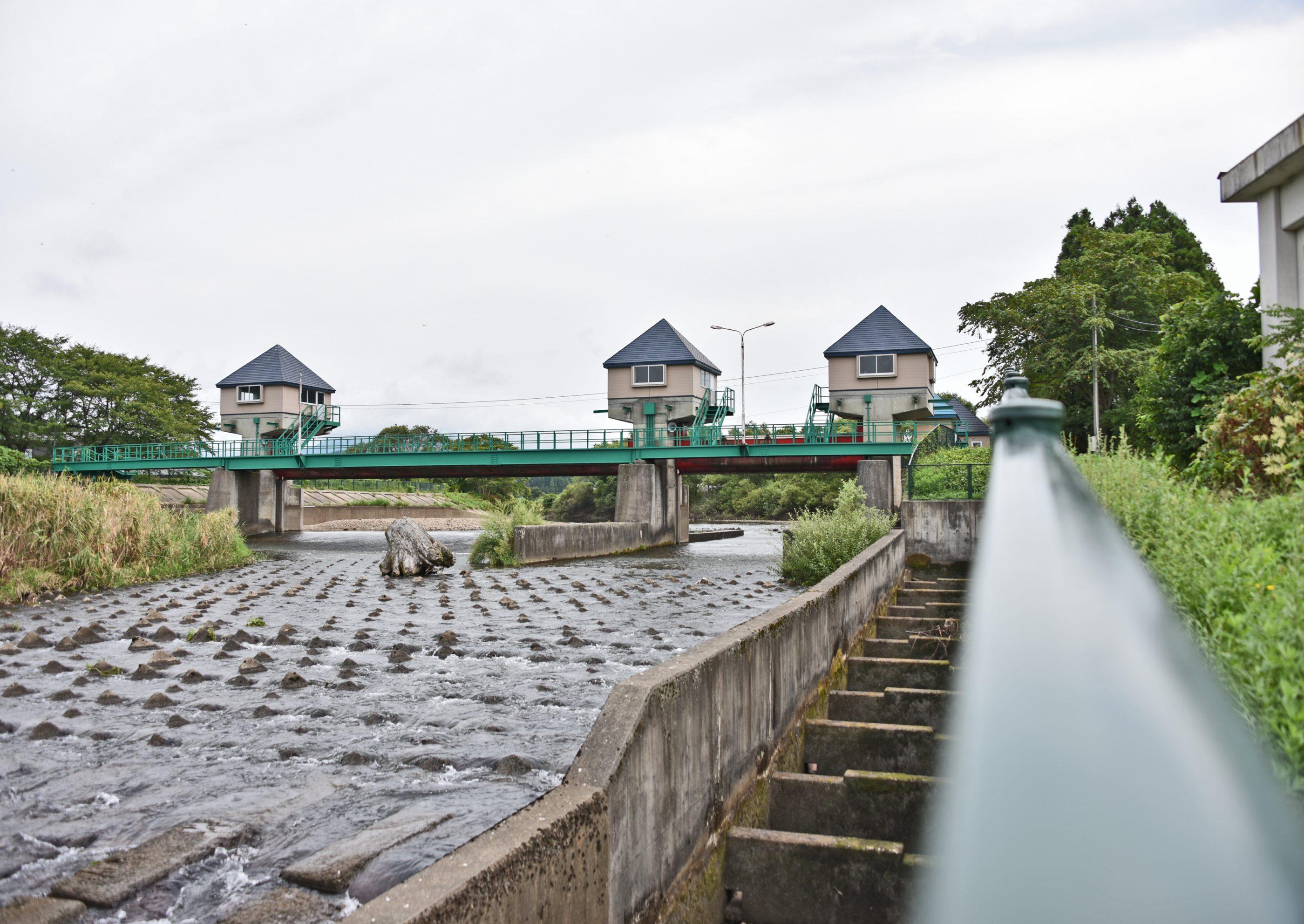⇑ 添川(地名)の水門って言うんですか。水鳥など居るので来ることが多い場所です。流れる川は旭川。