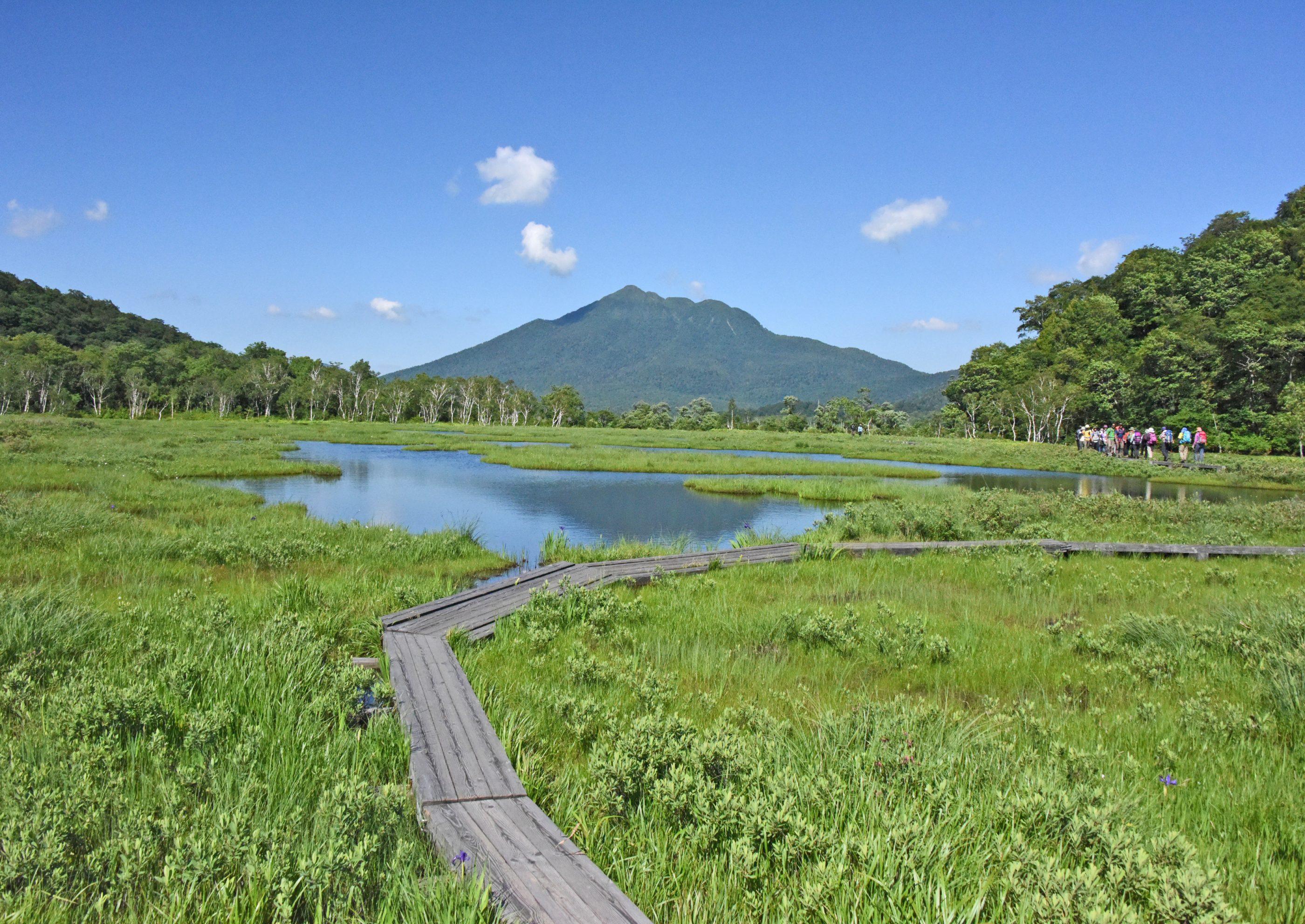 """⇑ 尾瀬の中程に来ると池塘(小さな沼のよう)が沢山有り、その内の大きい所では逆さ"""" 燧"""" を楽しみました。"""