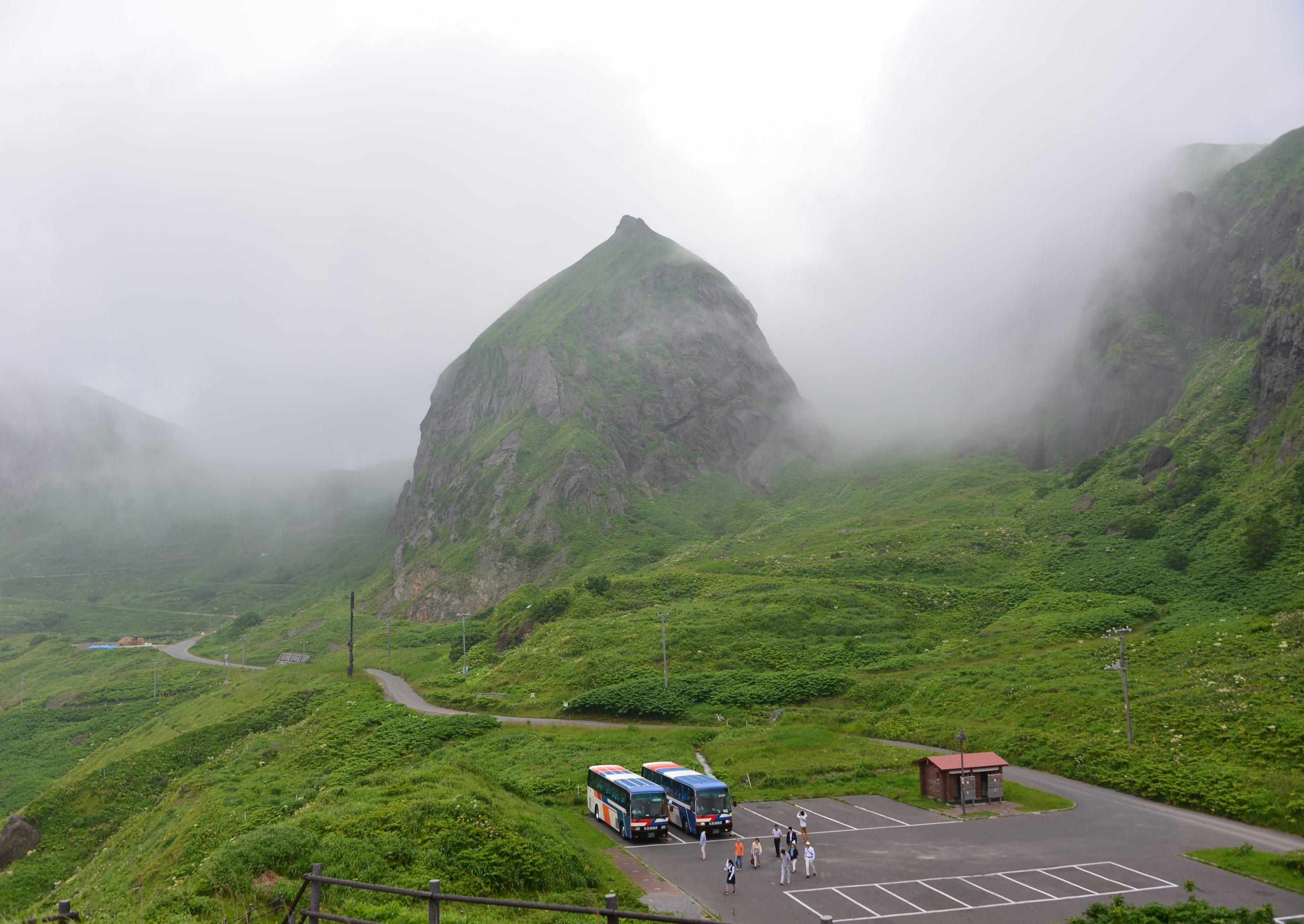 ⇑ 桃台、猫台展望台より、小さな島なので天気が変わりやすいようであった。