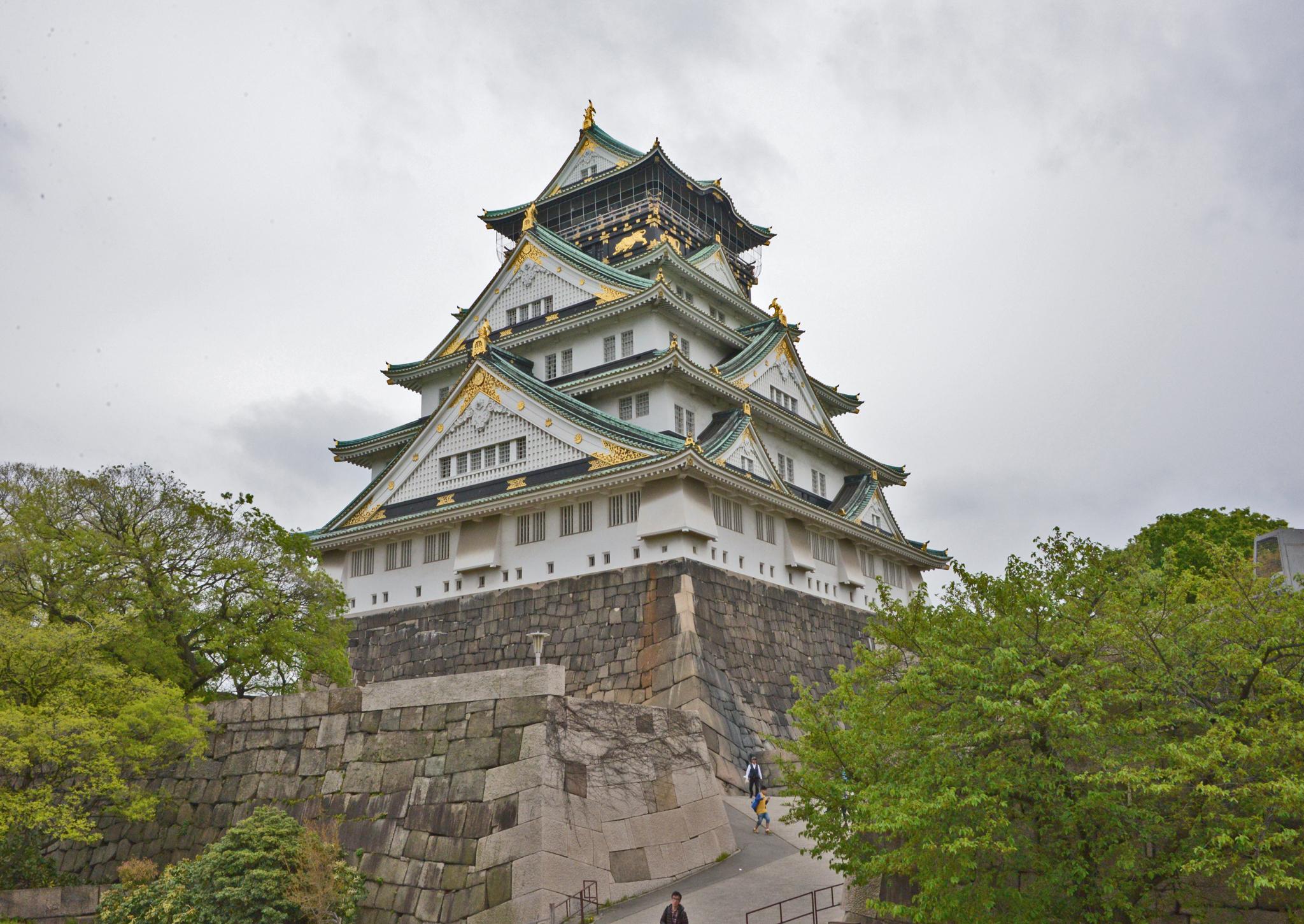 ⇑ ついでに 大阪城 中へ入ると鉄筋コンクリートのビルディング。