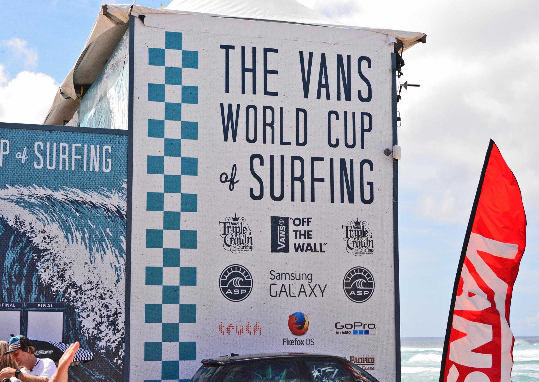 ⇑ 偶然、サーフィンのワールドカップが行われていた